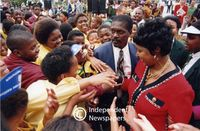 Winnie greets supporters, Cape Town