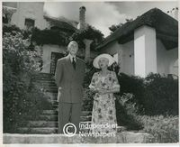 The Earl and Countess of Athlone outside Luncarty, Cape Town