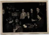 Edith Bruch at a reader's circle, Amsterdam, 1935