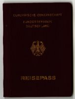 Europäische Gemeinschaft: Bundesrepublik Deutschland Reisepass (German passport) belonging to Edith Sorrell (née Bruch), issued 1989 and expired 1999
