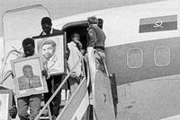 Arrival of Andimba Toivo ya Toivo, David Merero, Hage Geingob and others from Angola