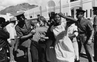 Police arrest UWO members, Cape Town, 1985