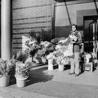 Flower seller, Zainub Abrahams, 1996