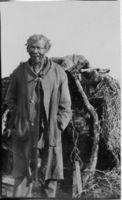 Tsoinxa = Klaas, very old, white haired Bushman, born at van Wyck's Vlei, lives at Klippan Trieska District